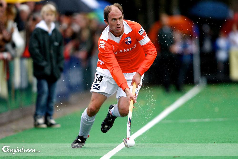 hockey, hoofdklasse mannen, seizoen 2010-2011, 24-10-2010, bilthoven, schc - bloemendaal, teun de nooijer  .http://www.kayintveen.com