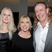 NLD/Amsterdam/20111121 - Premiere toneelvoorstelling Zangeres zonder Naam, Kiki Classen, partner Ad Kastelijn en ………..