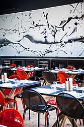 Café des Chefs - Mobilier Roche Bobois (Tables de repas Jane, design Christophe Delcourt / Chaises Loop, design Cédric Ragot) - Photographie de Jean-Jacques Pallot (Série Splash) • Pavillon de France, World Expo 2015, Milano