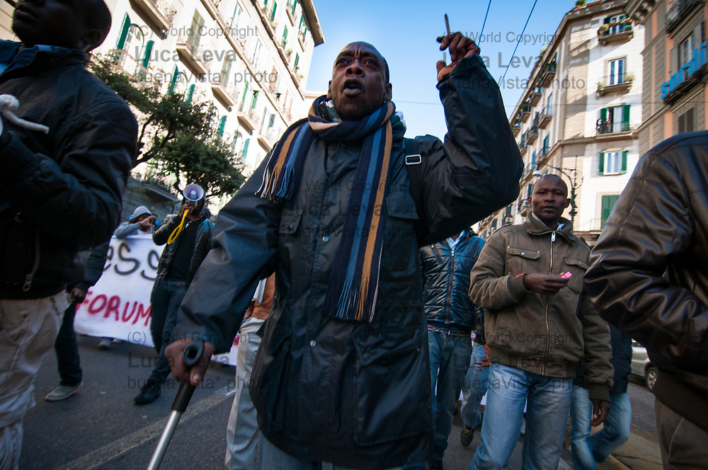 manifestazione a Napoli per la fine del piano di accoglienza per i profughi dalla libia;<br />