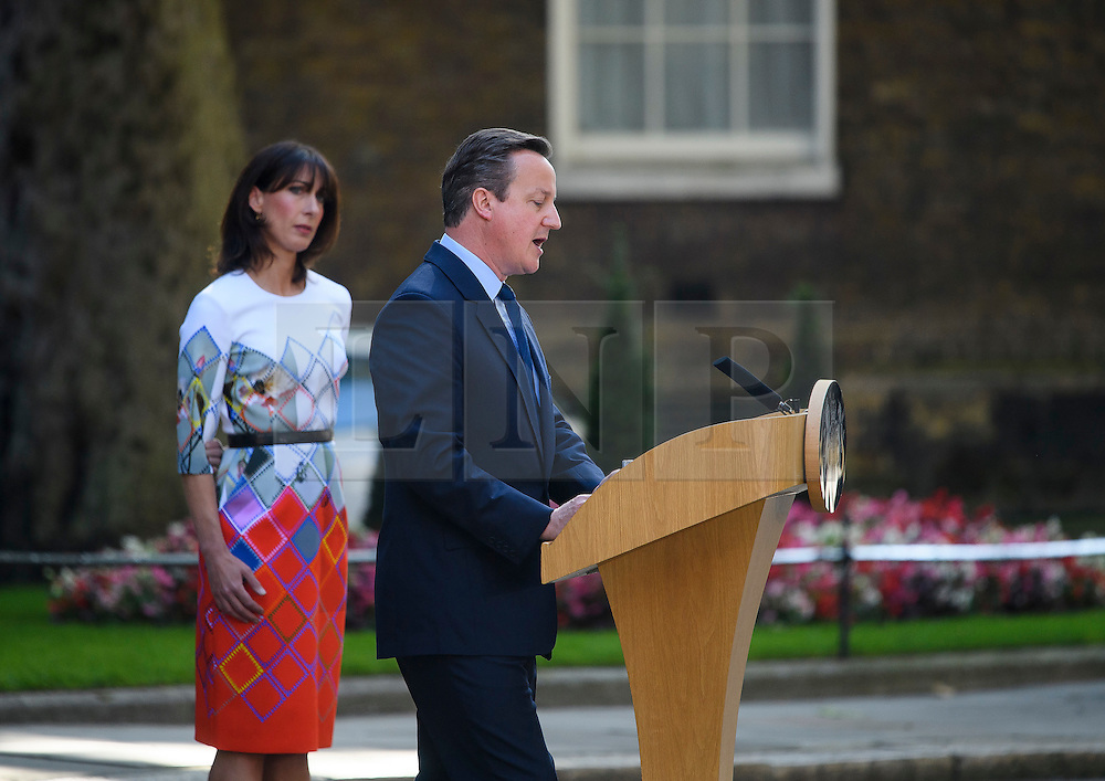 © Licensed to London News Pictures. 24/06/2016. London, UK. British prime minister DAVID CAMERON delivers a resignation speech stood next to his wife, SAMANTHA CAMERON, on the day that the UK voted to leave the EU in a referendum. Photo credit: Ben Cawthra/LNP