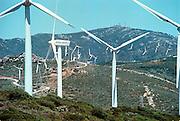Spanje, Algeciras, 17-5-2001..Windmolenpark langs de kust. Diverse typen staan op de hogere delen van de Spaanse zuidkust...Windenergie, alternatieve energie, windmolen..Foto: Flip Franssen/Hollandse Hoogte