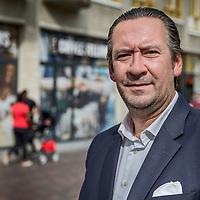 Nederland, Amsterdam, 17 mei 2017.<br /> Tijdelijke leegstand, renovatie en nieuwe opgeschoven gevels plus bedrijven  &ldquo;under construction&rdquo; (in opbouw) in winkelcentrum de Amsterdamse Poort moeten het winkelcentrum uiteindelijk aanpassen aan de omstandigheden van deze tijd.<br /> Op de foto: Etienne van Unen, partner Director Retail<br /> Co Head EMEA Retail Amsterdam<br /> <br /> Foto: Jean-Pierre Jans