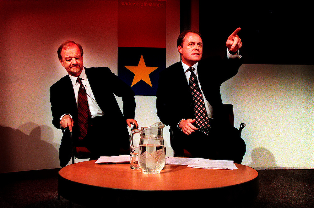 ROBIN COOK AND ALAN DONNELLY MEP MAY 1999. ANSWER QUESTIONS AT A PRESS CONFERENCE AT MILLBANK .