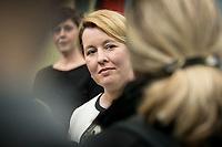 18 FEB 2019, BERLIN/GERMANY:<br /> Franziska Giffey, SPD, Bundesfamilienministerin, waehrend einem Pressestatement zum Thema Unterhaltsvorschuss, Bundesministerium f&uuml;r Familie, Senioren, Frauen und Jugend<br /> IMAGE: 20190218-02-013<br /> KEYWORDS: Mikrofon, microphone, Pressekonferenz