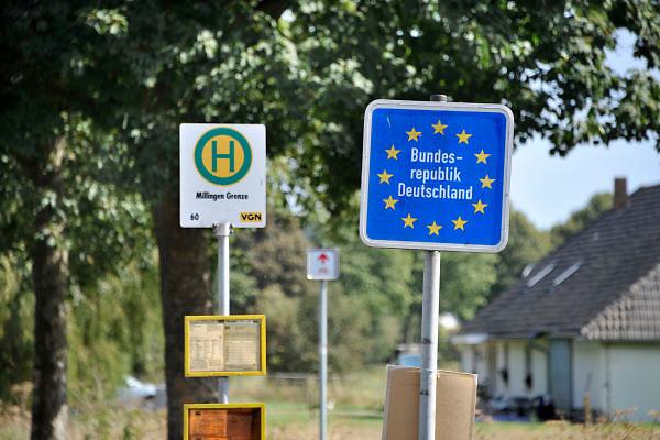 Nederland, Millingen aan de Rijn, 12-9-2012Gemeente Millingen wil overgenomen worden of bestuurlijk samengaan met Ubbergen en Groesbeek. Het is een artikel 12 gemeente, te klein om zichzelf te bedruipen en heeft grote bestuurlijke problemen. Het ligt op de grens met Duitsland.Foto: Flip Franssen/Hollandse Hoogte