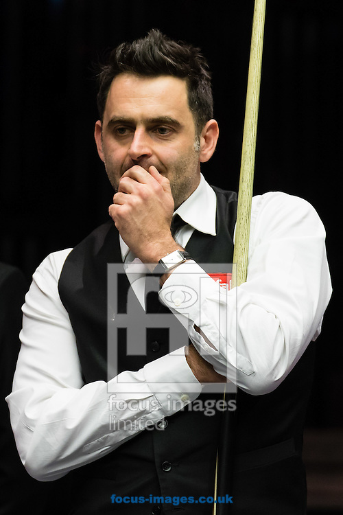 Ronnie O'Sullivan playing Marco Fu in the final frame of his 6-4 victory during the semi-finals of the Dafabet Snooker Masters 2017 at Alexandra Palace, London<br /> Picture by Mark Chappell/Focus Images Ltd +44 77927 63340<br /> 21/01/2017