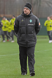 21.11.2010, Trainingsgelaende Werder Bremen, Bremen, GER, 1. FBL, Training Werder Bremen, im Bild Thomas Schaaf (Trainer Werder Bremen)   EXPA Pictures © 2010, PhotoCredit: EXPA/ nph/  Frisch****** out ouf GER ******