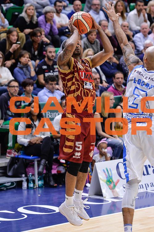 DESCRIZIONE : Campionato 2015/16 Serie A Beko Dinamo Banco di Sardegna Sassari - Umana Reyer Venezia<br /> GIOCATORE : Phil Goss<br /> CATEGORIA : Tiro Tre Punti Three Point Ritardo<br /> SQUADRA : Umana Reyer Venezia<br /> EVENTO : LegaBasket Serie A Beko 2015/2016<br /> GARA : Dinamo Banco di Sardegna Sassari - Umana Reyer Venezia<br /> DATA : 01/11/2015<br /> SPORT : Pallacanestro <br /> AUTORE : Agenzia Ciamillo-Castoria/L.Canu