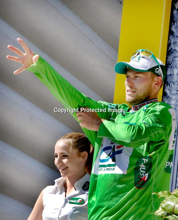 Chateauroux, Frankrike, 20080709:  Thor Hushovd t.v. spurter inn til fjerde plass og grønn trøye på den 5. etappen i Tour de France.   Her har han tatt på seg den grønne trøya.  ..Foto: Daniel Sannum Lauten/Dagbladet