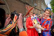 20-5-2015 - DEN HAAG  Koningin M&aacute;xima en Koningin Mathilde openen beeldententoonstelling Vormidable Hare Majesteit Koningin M&aacute;xima en Hare Majesteit Koningin Mathilde van Belgi&euml; openen woensdag 20 mei op het Lange Voorhout in Den Haag de tentoonstelling &lsquo;Vormidable Hedendaagse Vlaamse Beeldhouwkunst&rsquo;. COPYRIGHT ROBIN UTRECHT<br /> 20-5-2015 - THE HAGUE Queen Maxima and Queen Mathilde open sculpture exhibition Vormidable Her Majesty Queen M&aacute;xima and Her Majesty Queen Mathilde of Belgium opened Wednesday, May 20th at the square in The Hague, the exhibition Flemish Vormidable Contemporary Sculpture. COPYRIGHT ROBIN UTRECHT