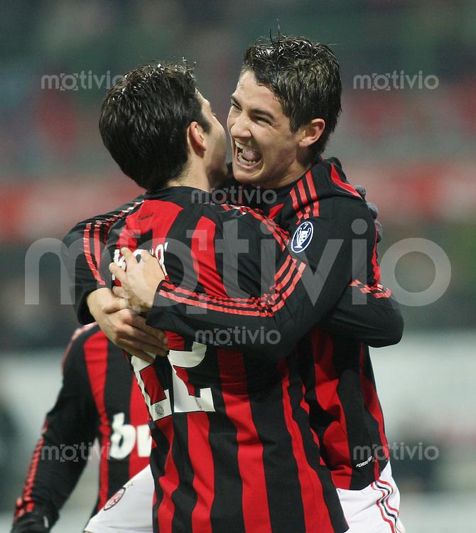 FUSSBALL INTERNATIONAL   SERIE A   SAISON 2008/2009    AC Mailand - Udinese Calciol                    21.12.2008 JUBEL AC Mailand , PATO (re) umarmt Kaka