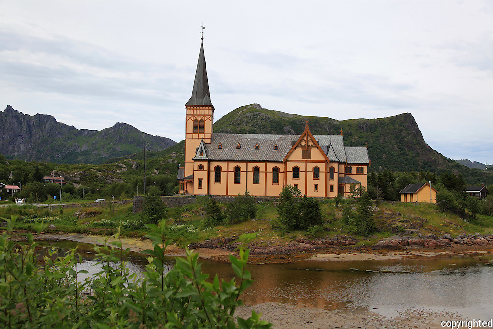 Norway. Norge Vågan kirke, Lofotkatedralen, fra 1898. Ca. 2 km. øst for Kabelvåg. Kirken er den største trebygningen nord for Trondheim. The Cathedral of Lofoten from 1898. It is made in wood and is the biggest building in Norway north of the city of Trondheim. Big enough for 1200 people.