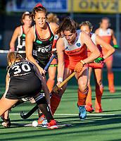 AMSTELVEEN - Marloes Keetels (Ned) met Hanna Granitzki (Ger)   tijdens de halve finale  Nederland-Duitsland van de Pro League hockeywedstrijd dames. COPYRIGHT KOEN SUYK