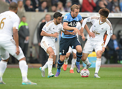 Harry Kane of Tottenham Hotspur battles for the ball with Ki Sung-Yueng of Swansea City - Mandatory byline: Alex James/JMP - 07966 386802 - 04/10/2015 - FOOTBALL - Liberty stadium - Swansea, England - Swansea City  v Tottenham hotspur - Barclays Premier League