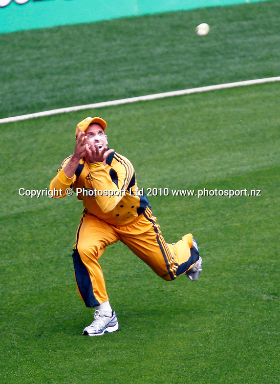 Australian player Michael Hussey takes a catch. 4th one day international. New Zealand Black Caps versus Australia one day Chappell Hadlee cricket series. Eden Park, Auckland, New Zealand. Thursday 11 March 2010. Photo: Simon Watts/PHOTOSPORT