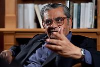 31 MAY 2010, BERLIN/GERMANY:<br /> Jagdish Natwarlal Bhagwati, indischer Oekonom und Professor fuer Politik und Wirtschaft an der Columbia University, waehrend einem Interview, Bibiothek der American Academy<br /> IMAGE: 20100531-02-047<br /> KEYWORDS: Jagdish Bhagwati, Ökonom