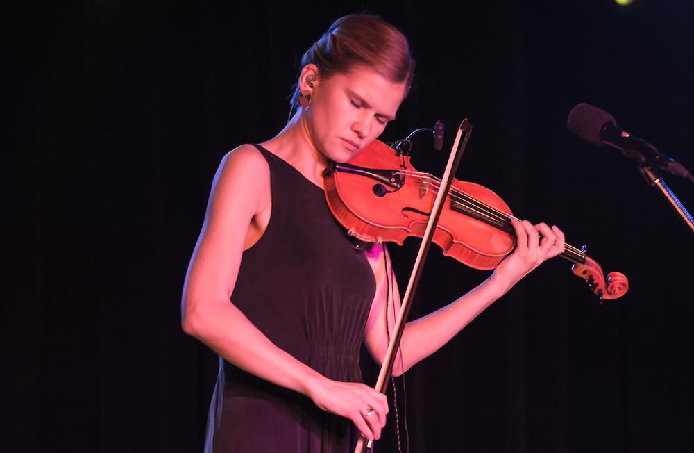 Maarja Nuut featuring Hendrik Kaljujärv