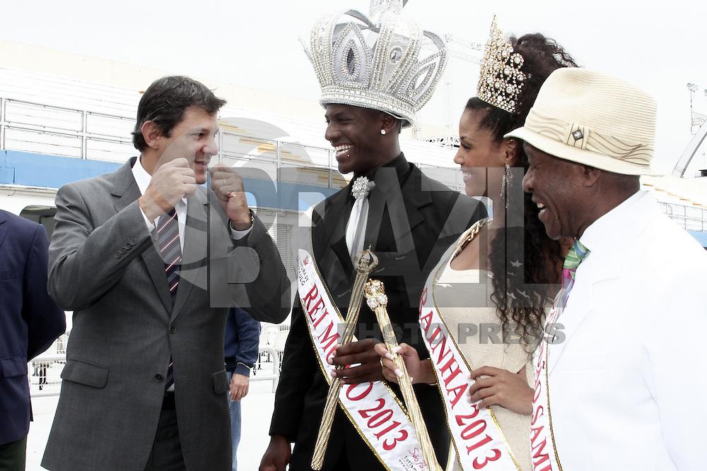 SAO PAULO, SP, 30 JANEIRO 2013 - AGENDA PREFEITO HADDAD - CORTE DE CARNAVAL  - O prefeito Fernando Haddad faz a entrega da chave da cidade para a Rainha e o Rei Momo do Carnaval 2013, e vistoria obras do sambódromo do Anhembi, na manhã dessa quarta-feira (30), zona norte da capital -    FOTO: LOLA OLIVEIRA - BRAZIL PHOTO PRESS.