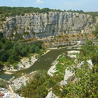 EN&gt; The canyon of the Cirque des Gens in the Ardeche, France |<br /> SP&gt; El ca&ntilde;&oacute;n del Cirque des Gens en el r&iacute;o Ardeche, Francia