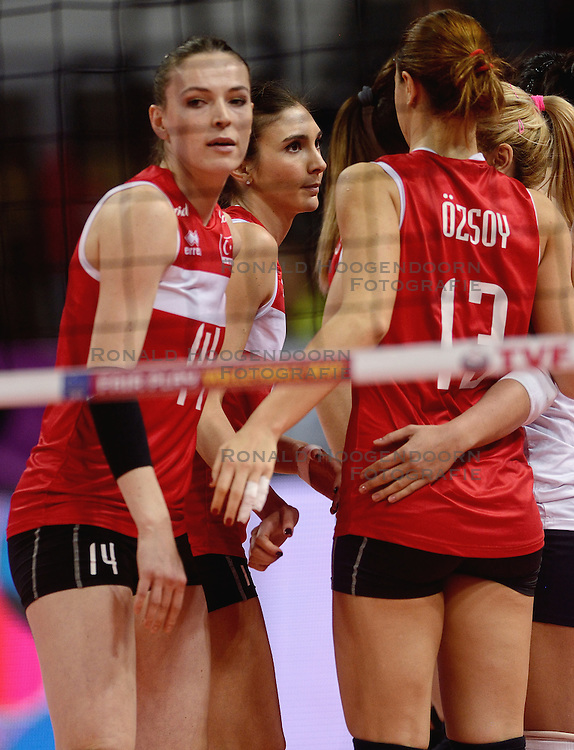 09-01-2016 TUR: European Olympic Qualification Tournament Turkije - Italie, Ankara<br /> De strijd om de tweede Japan ticket wordt gewonnen door Italie. Turkije verliest in de 5de set met 13-15 / Eda Erdem Dundar #14 of Turkey
