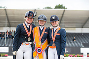 Podium Nederlands Kampioenschap Junioren 1. Bo Oudhof - Colt Sollenburg, 2. Mylene Spaak - Ziteldo, 3. Mercedes Verweij - Wiolita<br /> Nederlands Kampioenschap 2016<br /> © DigiShots