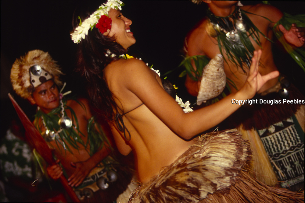 Dancers, Aitutaki, Cook Islands, (editorial use only, no model release)<br />