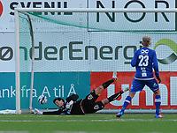 Fotball Adeccoligaen Ranheim - Vard Haugesund<br /> DnB Nor Arena, Trondheim 7 april 2013<br /> <br /> <br /> Gjermund Åsen scorer 2-1 for Ranheim på straffe. Vards keeper Helge Sandvik går til rett side, men rekker ikke fram i tide<br /> <br /> Foto : Arve Johnsen, Digitalsport