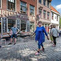 Nederland, Amsterdam, 11 mei 2016.<br /> Het gebied rond Oudekerksplein, een trekpleister voor toeristen en hoerenlopers wordt steeds meer een plek van diverse ondernemerschap zoals bv koffiehuis Quartier Putain.<br /> <br /> The area around Oudekerksplein, an attraction for tourists and visitors of prostitutes is becoming a place of various entrepreneurship such as cafe Quartier Putain.<br /> <br /> Foto: Jean-Pierre Jans