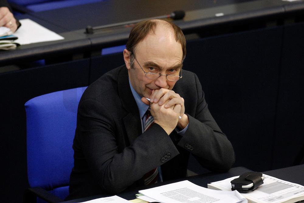 09 FEB 2006, BERLIN/GERMANY:<br /> Christoph Bergner, CDU, Parl. Staatssekretaer im Bundesinnenministerium, waehrend einer Bundestagsdebatte, Plenum, Deutscher Bundestag<br /> IMAGE: 20060209-02-042
