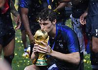 FUSSBALL  WM 2018  FINALE  ------- Frankreich - Kroatien    15.07.2018 JUBEL Weltmeister Frankreich; Benjamin Pavard kuesst WM Pokal