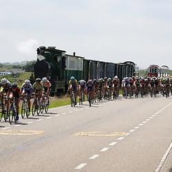 24-06-2016: Wielrennen: NK weg Vrouwen: Ouddorp   <br />OUDDORP (NED) wielrennen   <br />Rond de Brouwersdam streden de wielervrouwen om de Nederlandse titel. Sfeer peloton met oude trein