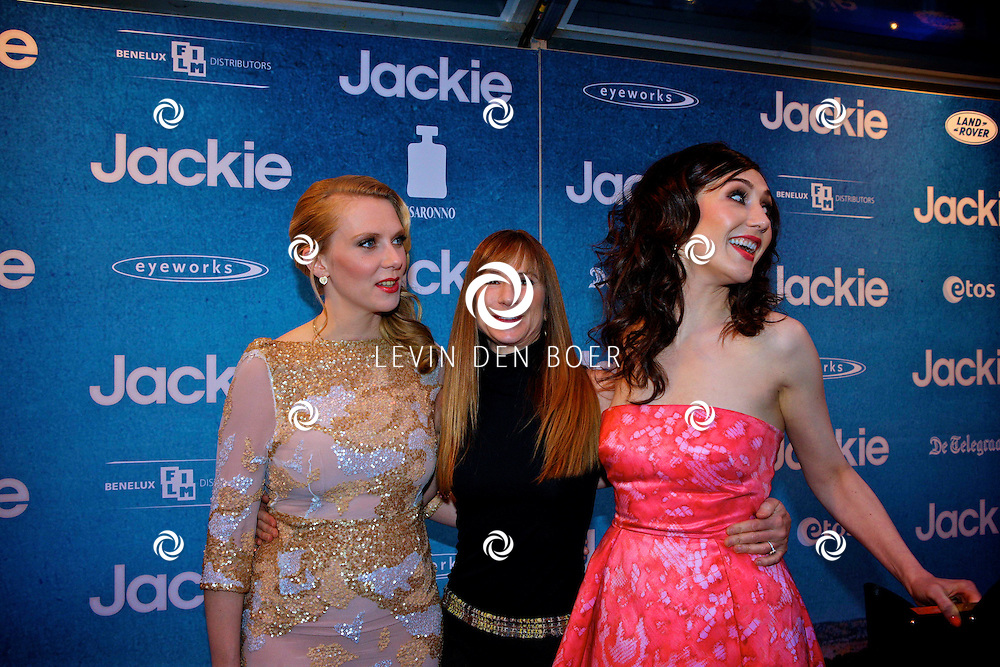 AMSTERDAM - In DeLaMar theater is de filmpremiere van Jackie.  Met op de foto vlnr Jelka van Houten, Holly Hunter en Carice van Houten. FOTO LEVIN DEN BOER - PERSFOTO.NU