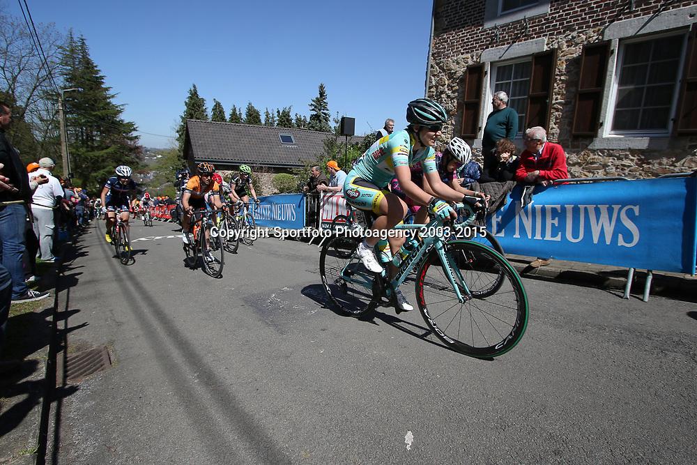20-04-2016: Wielrennen: Waalse Pijl vrouwen: Huy    <br />HUY (BEL) cycling    <br />The Fleche Wallomne is the last springrace in the Womens Worldtour.  Peloton on the first climb Mur de Huy. Michele Pavin