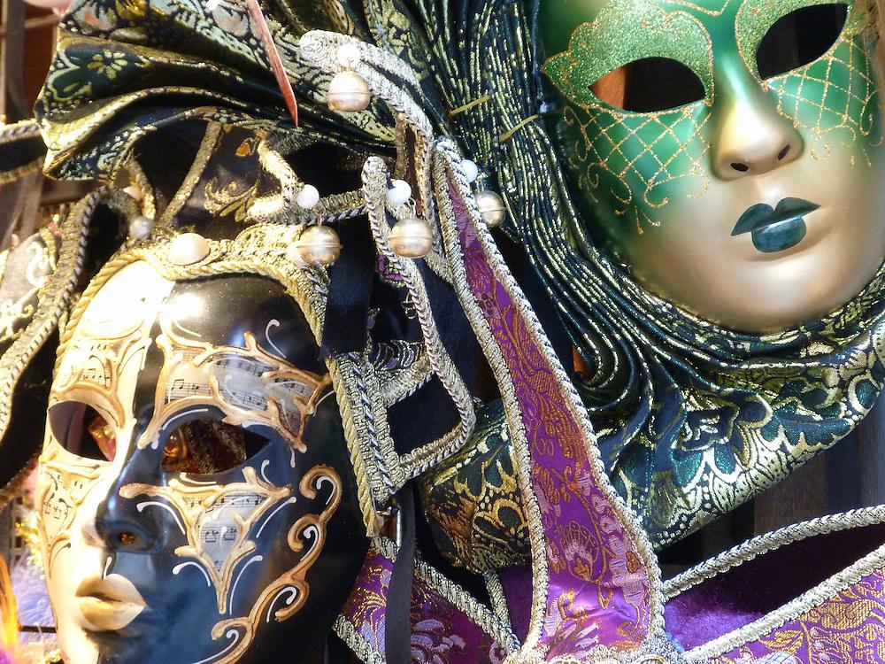 EN&gt; Carnival masks in Prague | <br /> SP&gt; M&aacute;scaras para el carnaval en Praga