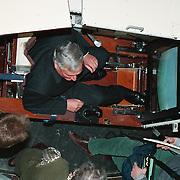 Staatssecretaris Gmelich Meijling op verkiezingscampagne Soesterberg op het Nationaal Luchtvaartcentrum, G simulator