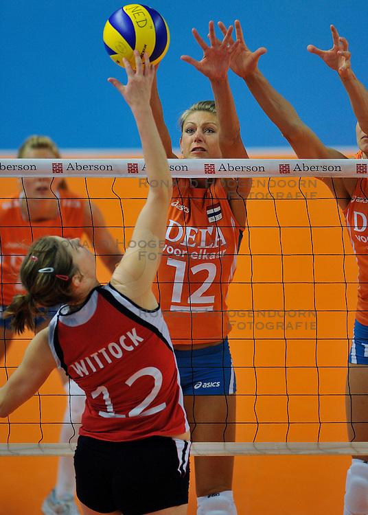 30-10-2011 VOLLEYBAL: NEDERLAND - BELGIE: ZWOLLE <br /> Nederland wint de tweede oefenwedstrijd met 3-2 van Belgie / (L-R) Jolien Wittock, Captain Manon Flier<br /> &copy;2011-WWW.FOTOHOOGENDOORN.NL