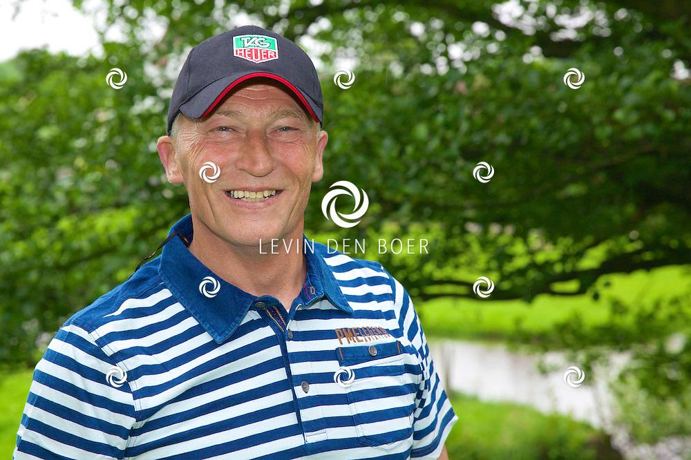 ROTTERDAM - Op de Golfcenter Seve is de aftrap voor het jaarlijkse Life After Football Footgolf 2014 gehouden. Met hier op de foto   Dick Jol. FOTO LEVIN DEN BOER - PERSFOTO.NU