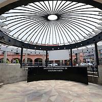 Toluca, México (Mayo 23, 2016).- La Plaza González Arratía, construida en el centro de la ciudad en el año de 1980 y remodelada en 1996, en donde se reconstruyo el pórtico del antiguo mercado, mejor conocido como Mercado Viejo,  un ágora para eventos y un kiosko estilo art nouveau, que hoy en día es un espacio de esparcimiento y convivencia familiar, albergando eventos artístico-culturales.  Agencia MVT / Crisanta Espinosa.
