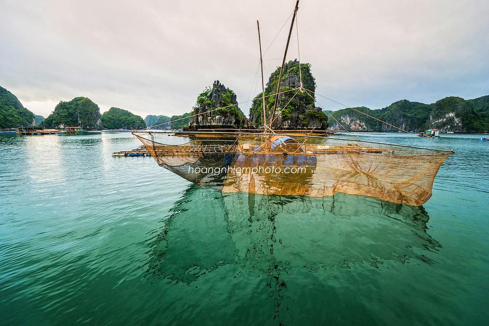Vietnam Images-Seascape- Cat Ba island hoàng thế nhiệm