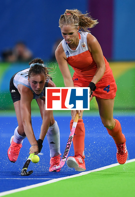 Argentina's Florencia Habif (L) vies with Netherland's Kitty van Male during the women's quarterfinal field hockey Netherlands vs Argentina match of the Rio 2016 Olympics Games at the Olympic Hockey Centre in Rio de Janeiro on August 15, 2016.  / AFP / MANAN VATSYAYANA        (Photo credit should read MANAN VATSYAYANA/AFP/Getty Images)