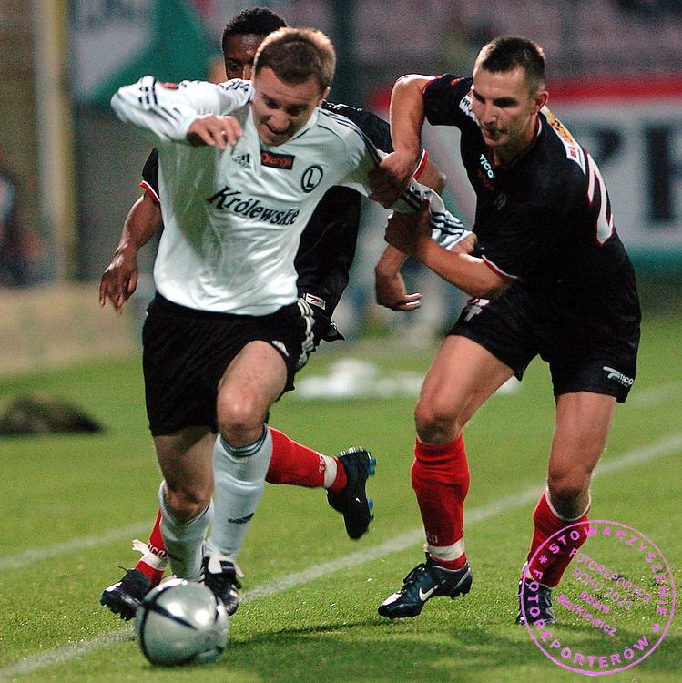 n/z.: Aleksandar  Vukovic (nr10-Legia) , Jacek Moryc (nr24-Polonia) podczas meczu ligowego Legia Warszawa (biale-czarne) - Polonia Warszawa (czarne) 1:0 , I liga polska , 8 kolejka sezon 2005/2006 , pilka nozna , Polska , Warszawa , 23-09-2005 , fot.: Adam Nurkiewicz / mediasport..Aleksandar  Vukovic (nr10-Legia) , Jacek Moryc (nr24-Polonia) fight for  the ball during Polish league first division soccer match in Warsaw. September 23, 2005 ; Legia Warszawa (white-black) - Polonia Warsaw (black) 1:0 ; 8 round season 2005/2006 , football , Poland , Warsaw ( Photo by Adam Nurkiewicz / mediasport )