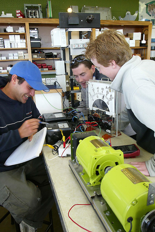 Students at the Western Institute of Technology at Taranaki, experimenting during their course to become electricians, New Plymouth, New Zealand, April 29, 2004. Credit:SNPA / Rob Tucker