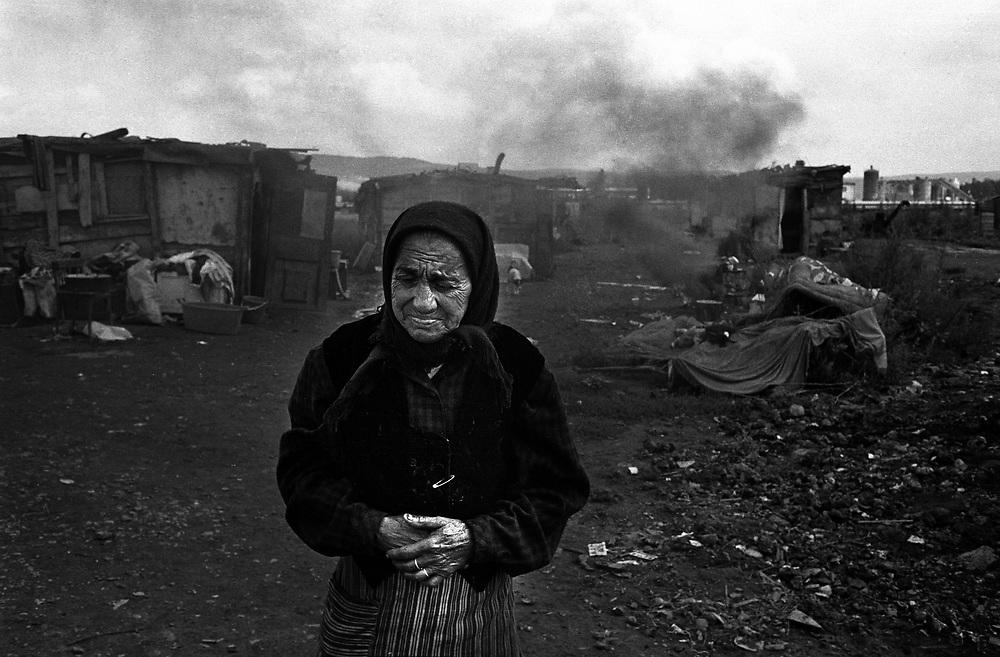 Pata-Rat, a Roma community made up of 150 people living in shacks adjoining a rubbish dump. Transylvania Romania 1996.©David Dare Parker / Network Photographers