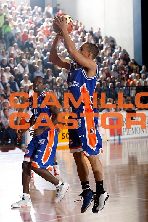 DESCRIZIONE : Biella Lega A1 2007-08 Angelico Biella Tisettanta Cantu<br /> GIOCATORE : DaShaun Wood<br /> SQUADRA : Tisettanta Cantu<br /> EVENTO : Campionato Lega A1 2007-2008<br /> GARA : Angelico Biella Tisettanta Cantu<br /> DATA : 30/09/2007<br /> CATEGORIA : Tiro<br /> SPORT : Pallacanestro<br /> AUTORE : Agenzia Ciamillo-Castoria/G.Cottini