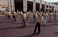 GOLDSTAR factory ( VCR production ): morning gymnastic~.  Usine GOLDSTAR production de magnétoscopes gymnastique matinale ///R27/24    L2589  /  R00027  /  P0003487