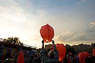 Roma 8 Giugno 2013<br /> Manifestazione a sostegno della famiglia di Stefano Cucchi al quartiere Tor Pignattara.Alla fine del corteo vengono lanciate piccole mongolfiere di cartapesta per Stefano Cucchi<br /> Rally in support of Stefano Cucchi's Family