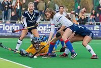 AMSTELVEEN - Mette Winter (SCHC) scoort tijdens de competitie hoofdklasse hockeywedstrijd dames, Pinoke-SCHC (1-8) . links Kiki Gunneman (Pinoke)  COPYRIGHT KOEN SUYK
