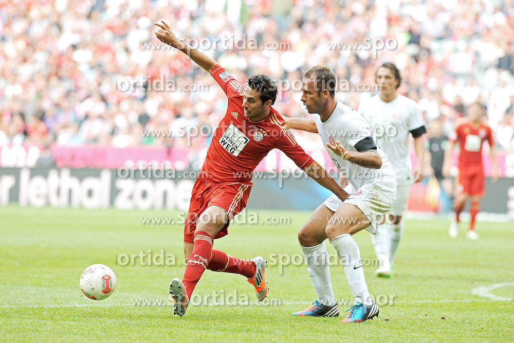 15.09.2012, Allianz Arena, Muenchen, GER, 1. FBL, FC Bayern Muenchen vs 1. FSV Mainz 05, 03. Runde, im Bild Claudio PIZARRO (FC Bayern Muenchen) gegen Nikolce NOVESKI (1.FSV Mainz 05) // during the German Bundesliga 03rd round match between FC Bayern Munich and 1. FSV Mainz 05 at the Allianz Arena, Munich, Germany on 2012/09/15,, , , , . EXPA Pictures © 2012, PhotoCredit: EXPA/ Eibner/ Wolfgang Stuetzle..***** ATTENTION - OUT OF GER *****