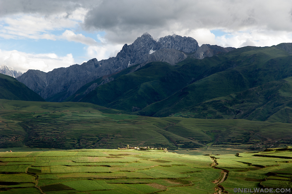 The fields and mountains to the west of Ganze, Tibet (China).